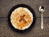 Мляко с ориз с вода, захар и масло в мултикукър